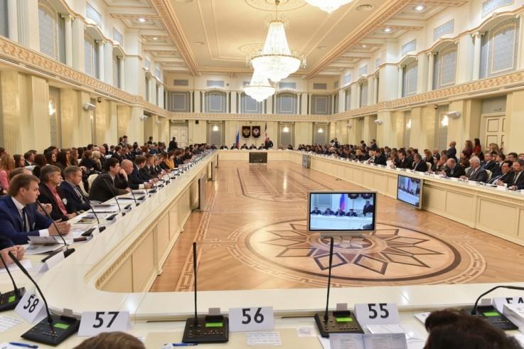 Зал Дома Дружбы народов, пожалуй, неплохо подходит для открытия подобных мероприятий — торжественная обстановка гарантирована. Фото: kapital-rus.ru