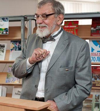 Евгений Шумилов.
