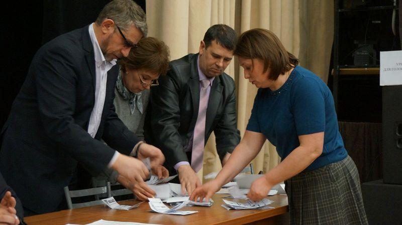 Подсчет голосов также занял немного времени. Фото: © «ДЕНЬ.org»
