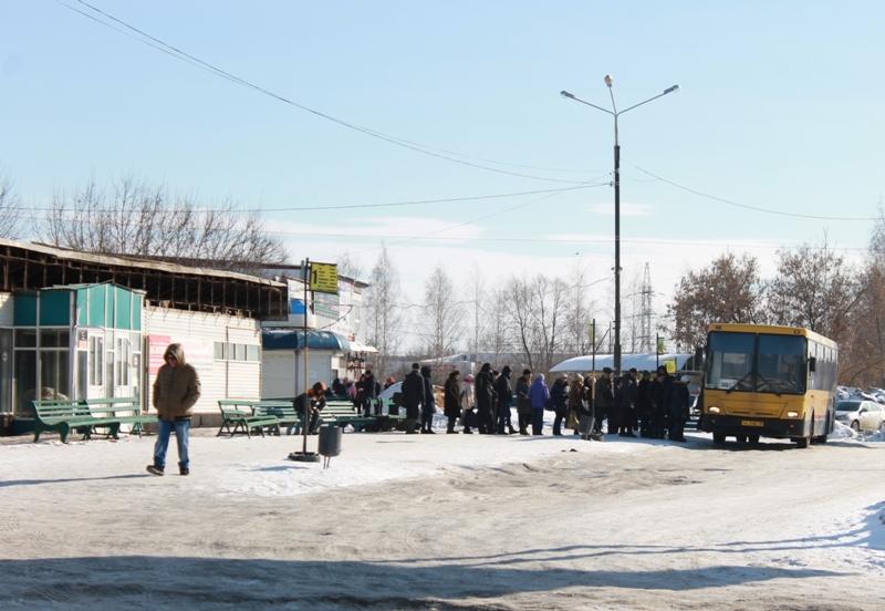Южная автостанция в Ижевске реконструируется, а если просто — сжимается, галантно уступая место торговому гиганту. Продуктовый магазин займет большую часть помещений вокзала, с которого автобусы направляются по десяткам маршрутов... Читать далее...