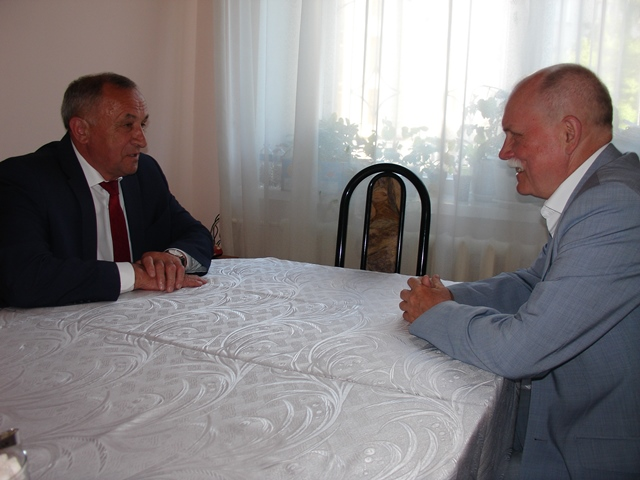 Глава УР Александр Соловьев решил не делать ставку на нынешнего главу города Александра Вершинина. Фото: glazov-gov.ru