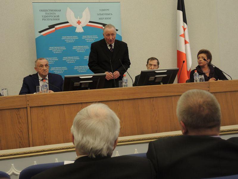 На заседании Общественной палаты УР, 21 апреля 2015 г. Фото Юлия Сунцова.