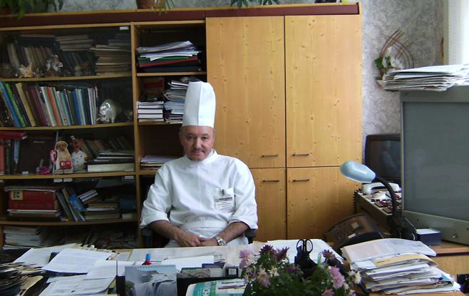 Заведующий поликлиникой Анвар Валеев. Фото: gb3-izh.ru