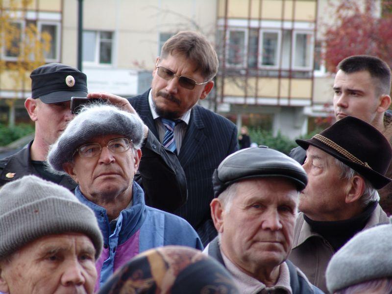 """На митинге у резиденции Президента Удмуртии. 9 октября 2008 года. Фото из архива ©газета """"День"""""""