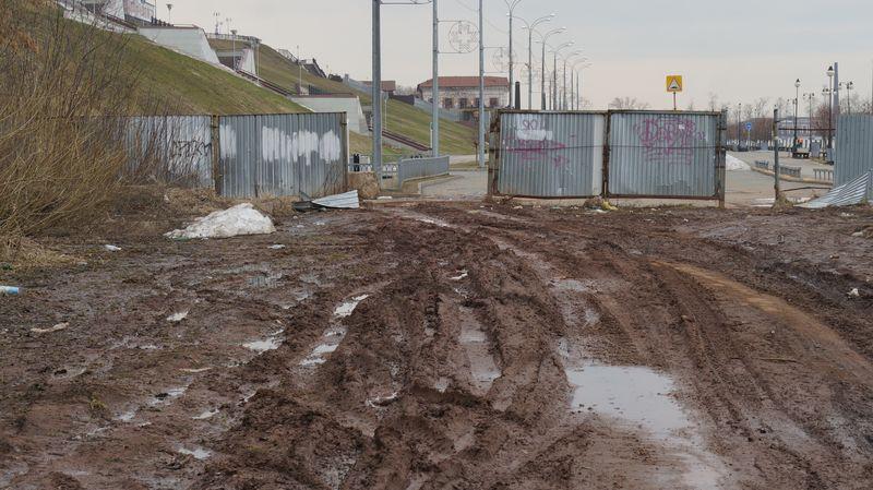 За забором начинается цивилизация «как в Ницце». Фото: © «ДЕНЬ.org»