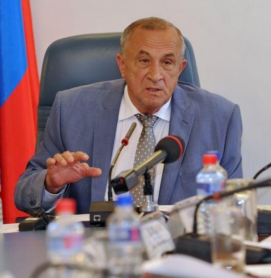В июле глава Удмуртии Александр Соловьёв сумел стабилизировать пошедшую было в разнос ситуацию. Фото udmurt.ru