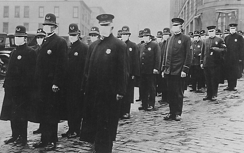 Полицейские Сиэтла в защитных марлевых масках для лица во время эпидемии гриппа, 1918 год. Источник: thebabel.com.ua