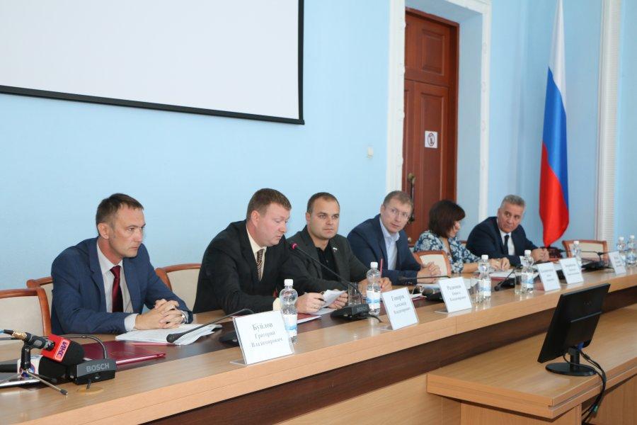 Григорий Буйлов (крайний слева) на заседании комиссии по противодействию коррупции. Фото: sevastopol.gov.ru