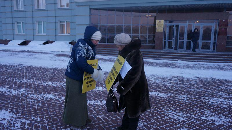 Чтобы не замерзнуть, пикетчики сменяли друг друга через 20 минут. Фото: ©«ДЕНЬ.org»