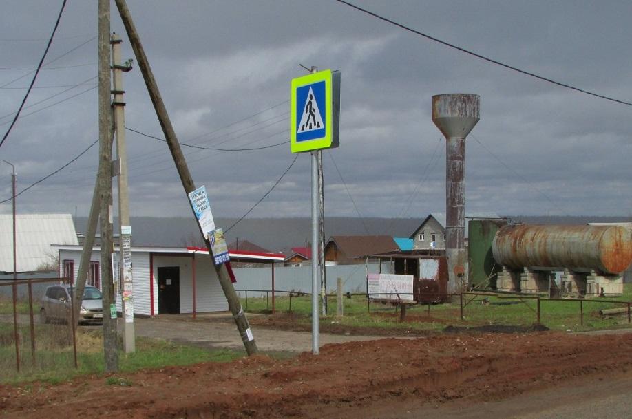 Водонапорная башня и магазин