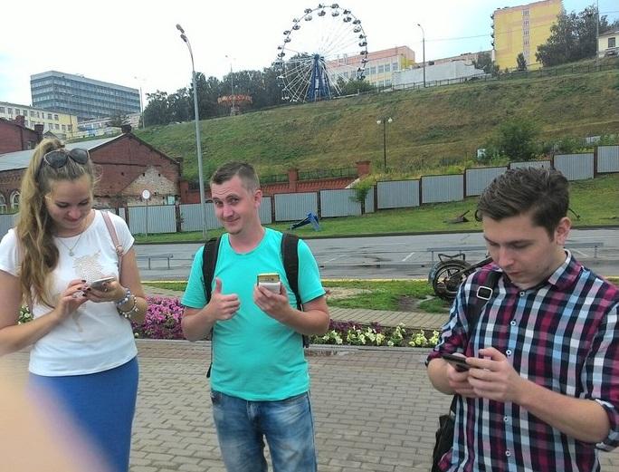 Ловцы покемонов из Ижевска на маршруте. Фото: vk.com (Покемон GO Ижевск)