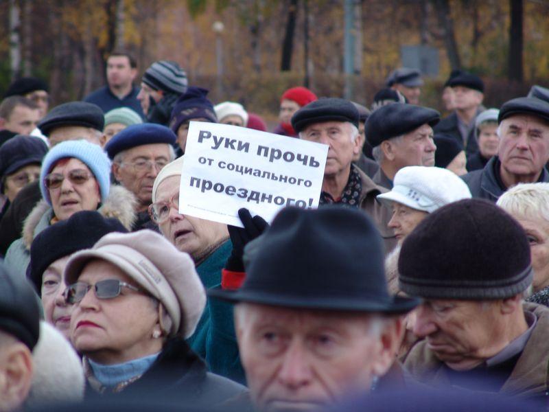 Во время акции протеста в Ижевске за сохранение социального проездного. Фото из архива газеты «День». 24 октября 2009 года