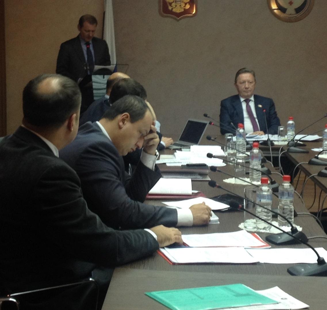 Иван Новиков готовится к очередному спору с депутатами. Фото: © «ДЕНЬ.org»