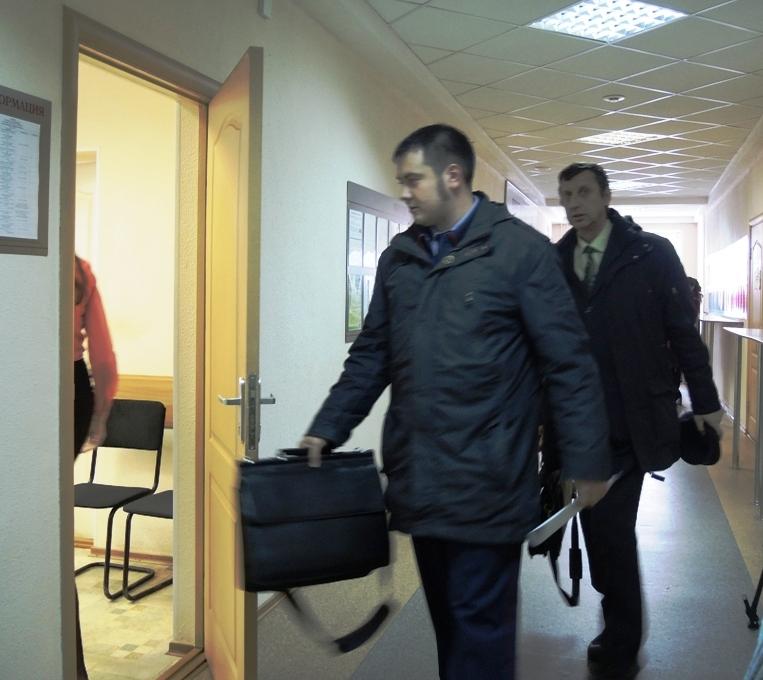 Фото:©ДЕНЬ.org следователь Деменко и Адвокат Баталов