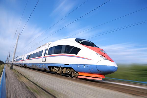 Большие московские деньги могут пронестись мимо нас, как этот поезд. Фото: kazan-day.ru
