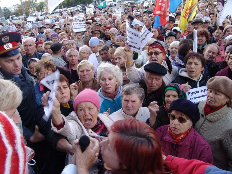 Во время акции протеста за социальный проездной. Фото из архива газеты «День». 21 сентября 2009 года