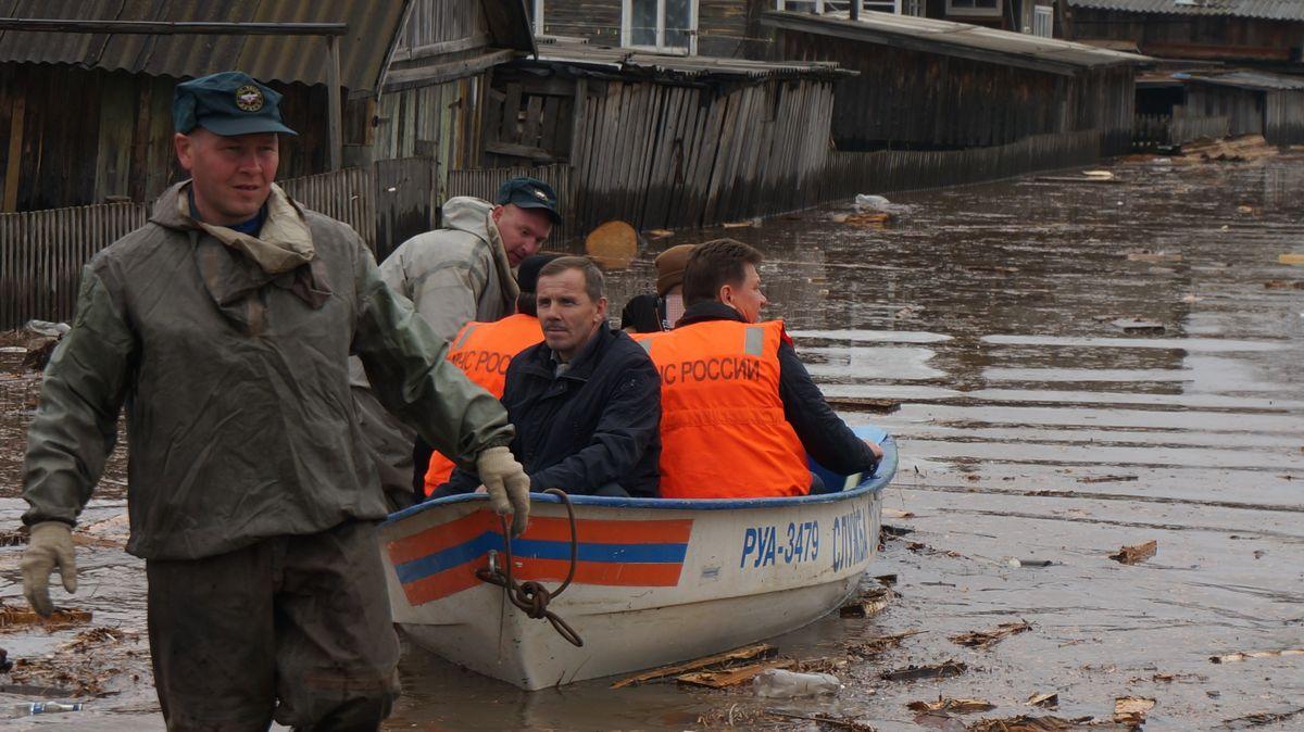 Премьер Савельев вместе с главой района. Фото: © «ДЕНЬ.org»