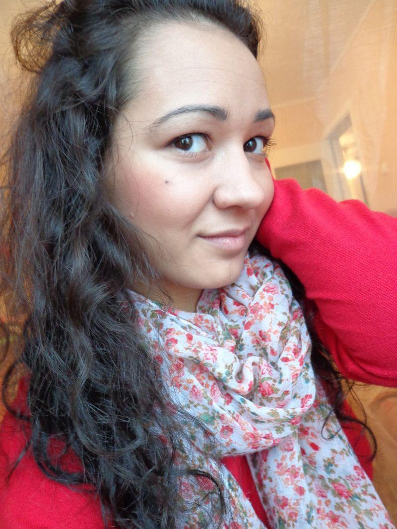 25-летняя сотрудница бухгалтерии Гульнур Калимуллина утверждает, что вернулась «доделывать работу». Фото facebook.