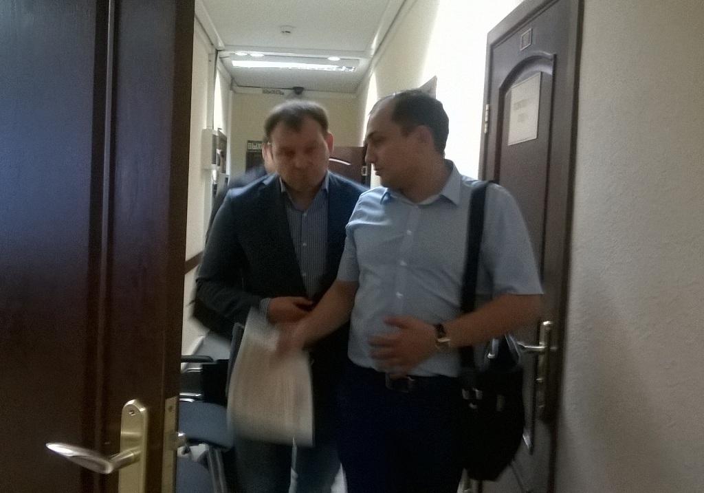 Константин Шаимов (слева) с адвокатом. Фото: Александр Петров