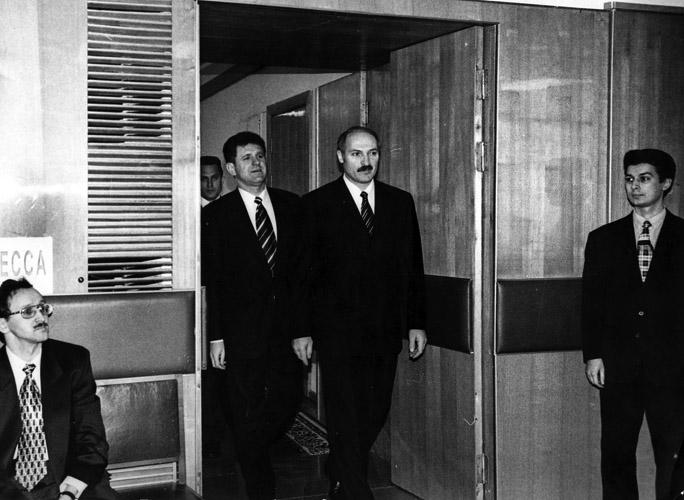 Так зарождались глубокие отношения между Белоруссией и Удмуртией. На фото Александр Лукашенко и председатель Госсовета УР Александр Волков г. Ижевск 1998. год