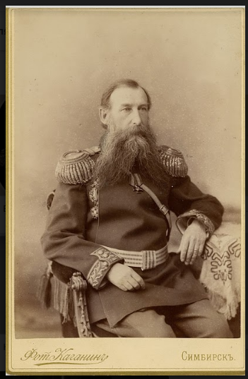 Начальник ижевских оружейного и сталеделательного заводов с 1891 по 1894 год Василий Иванович Новиков (служил на заводе с 1861 года).