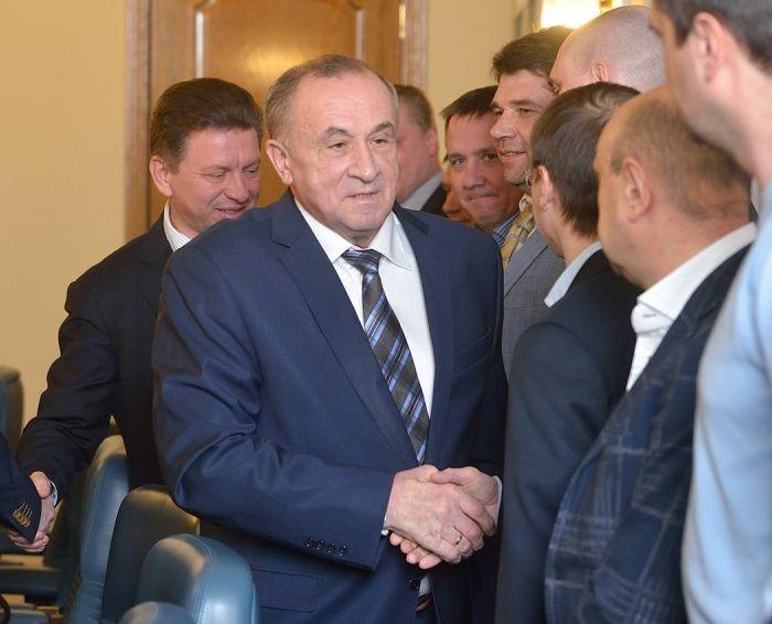 На совещании со строителями в феврале 2015 г. Глава УР Александр Соловьёв пожал руку Юрию Бычкову, но, возможно, в последний раз. Фото пресс-службы Главы и Правительства УР.