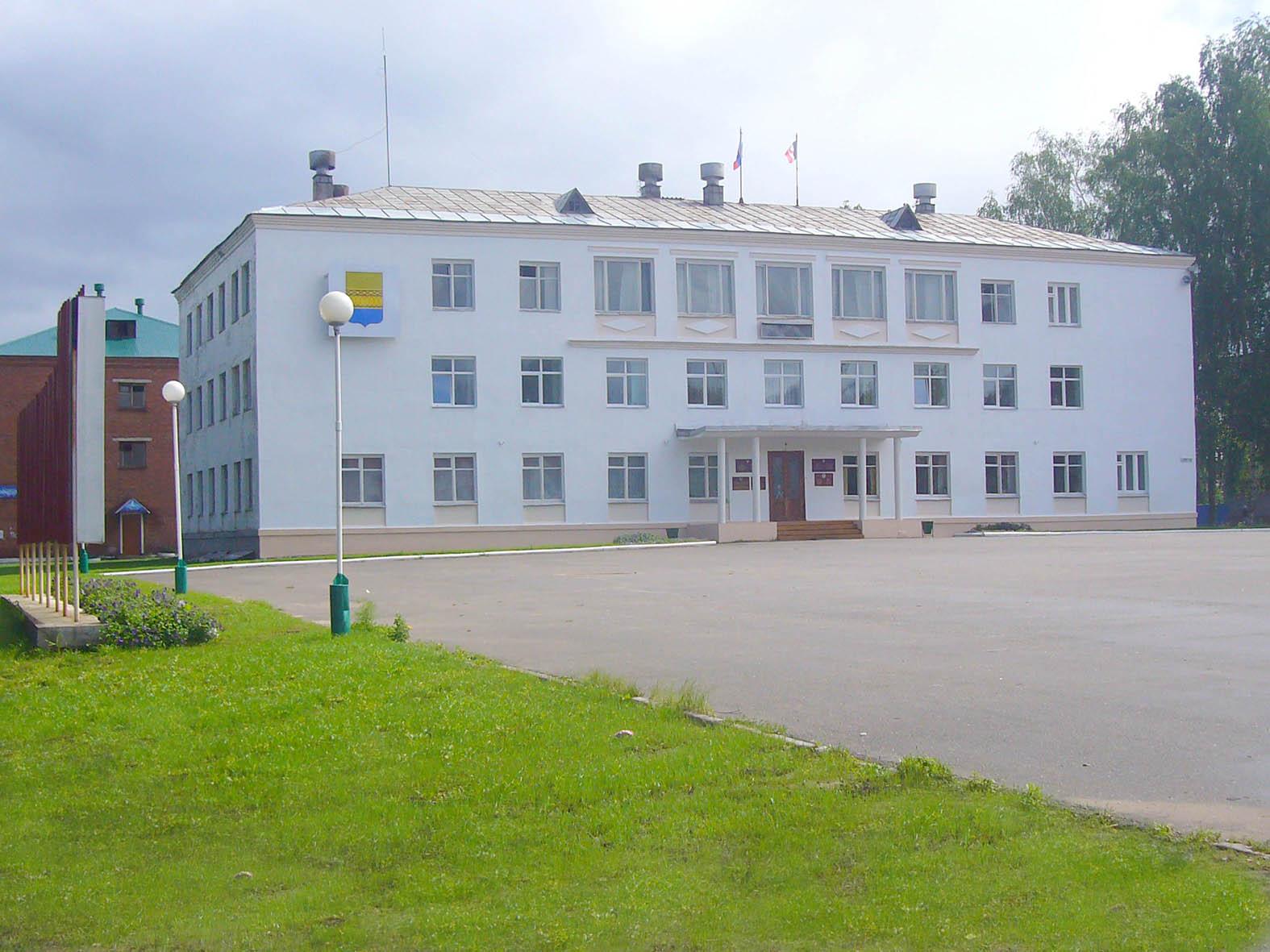 Здание администрации Камбарского района. Фото: kamrayon.ru