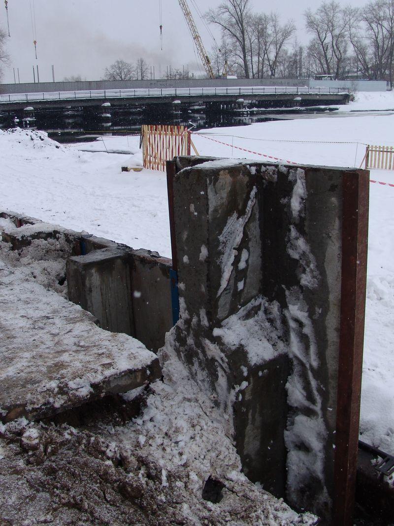 «Первая свая» на набережной «как в Ницце». Март 2007 года. Фото из архива газеты «День»