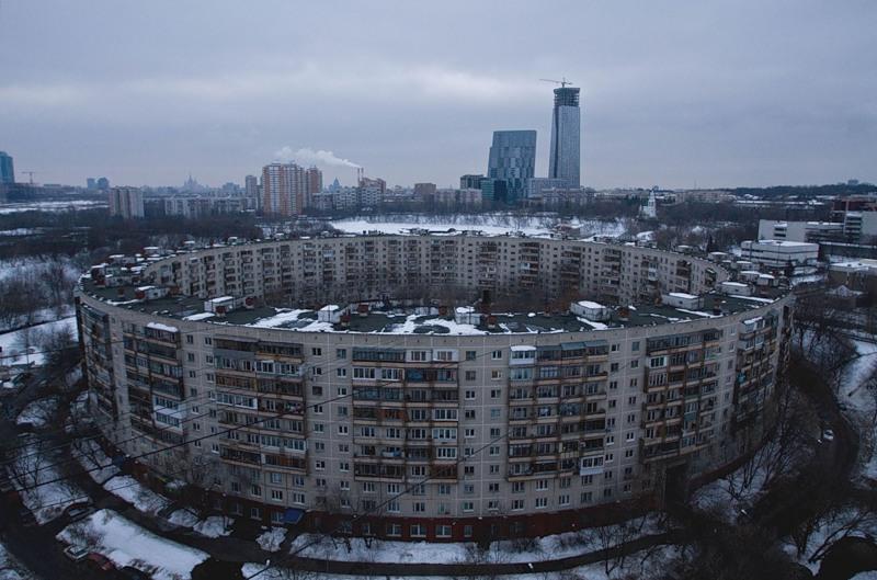 Детище советских архитекторов — дом-кольцо в Москве. Фото: mister-marat.livejournal.com