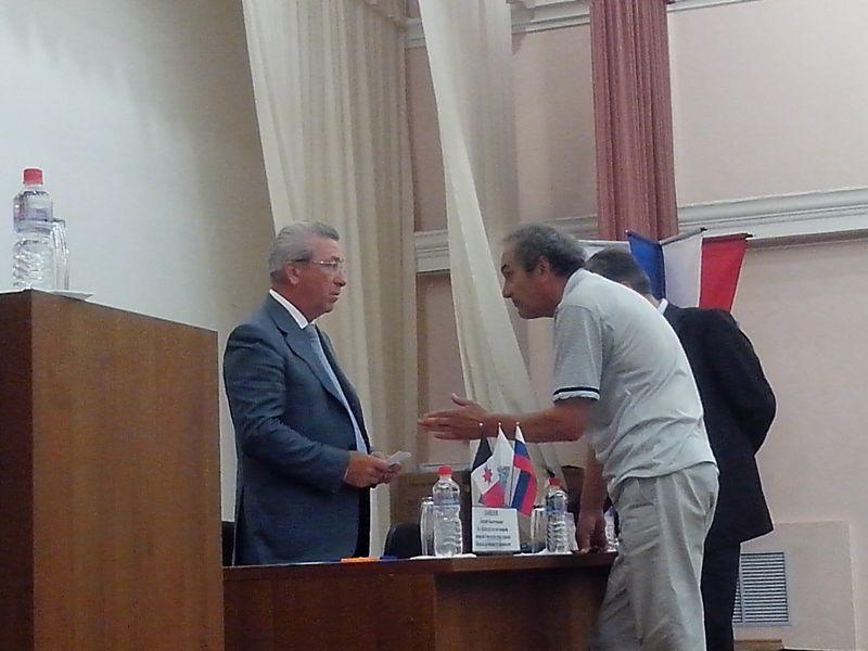 Александр Ушаков и Жаудат Давлятшин продолжили разговор лично. Фото ©День.org