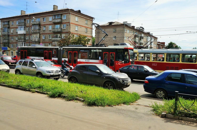 Так эти трамваи выглядят сейчас. От привезенных из Берлина в этих вагонов осталось немного. Фото ©День.org