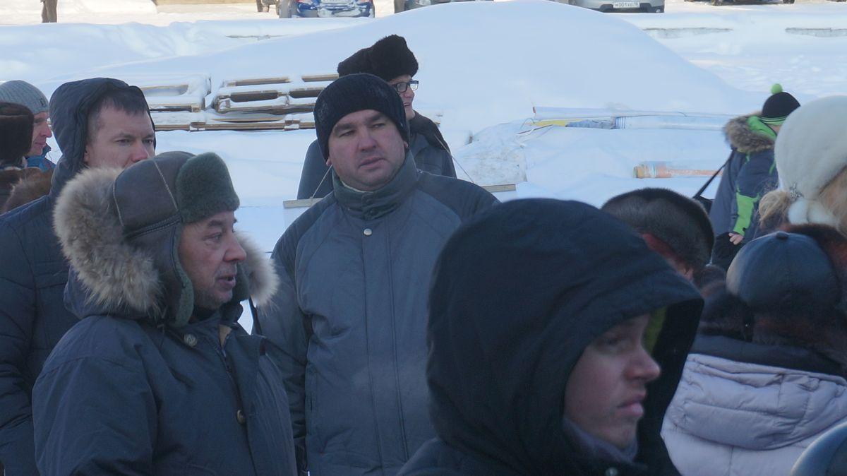 Бывший советник бывшего сити-менеджера Дениса Агашина Константин Труфанов наблюдал за митингом со стороны. Фото: «ДЕНЬ.org»