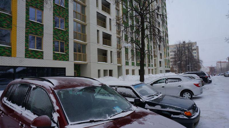 Пока здесь в основном паркуются строители, но и им уже тесно. Фото: © «ДЕНЬ.org»