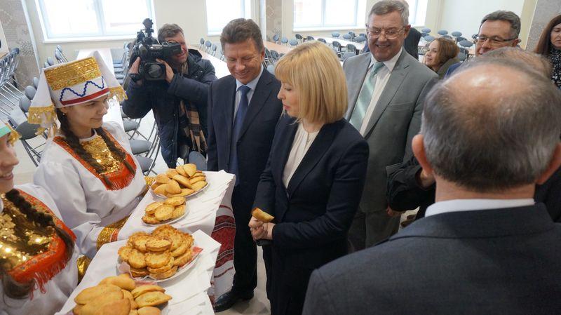 Московская гостья ижевские пирожки есть не стала. Фото: © «ДЕНЬ.org»