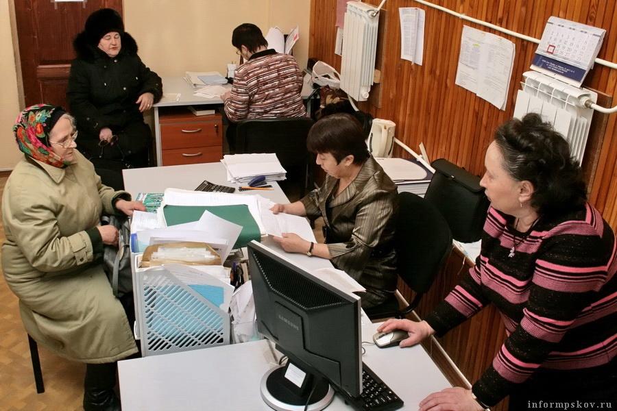 Значительный рост тарифов неизбежно создаст дополнительные очереди за коммунальными субсидиями. Фото: informpskov.ru
