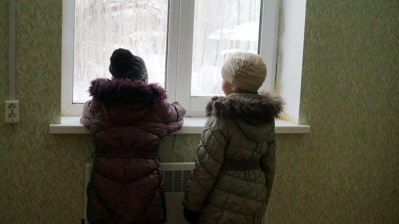 Это окно будущей детской, но родители не рискуют поселить здесь детей. Фото: © «ДЕНЬ.org»