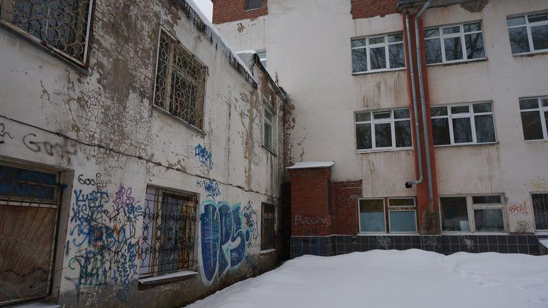 Здание 7-й горбольницы нуждается в серьезном ремонте как снаружи, так и изнутри. Фото: «ДЕНЬ.org»