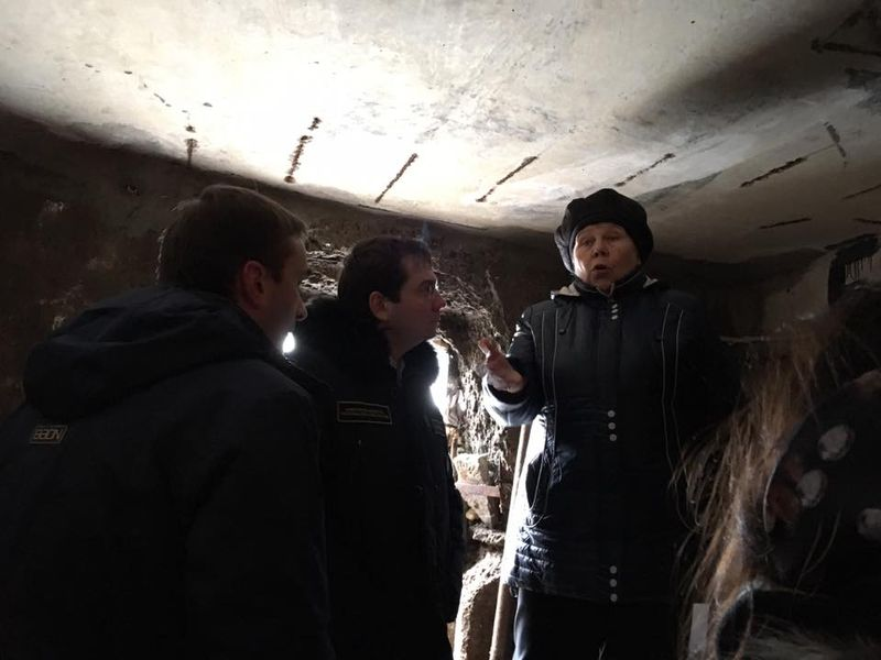 В подвалах жилых домов — самые веские доказательства отсутствия вложений в сети.  Фото: facebook.com (a.v.chibis)