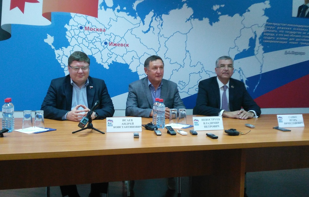 Андрей Исаев, Владимир Невоструев, Игорь Сапко. Фото: © «ДЕНЬ.org»
