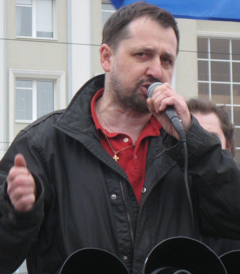 Сергей Щукин во время митинга протеста в Ижевске. Фото из архива газеты «День». 9 апреля 2011 года.