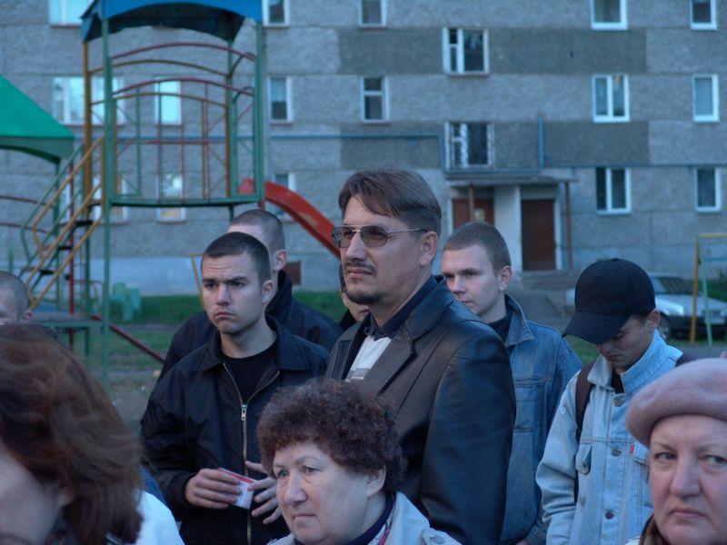 """На одном из дворовых митингов в Ижевске. 23 сентября 2005 года. Фото из архива ©газета """"День"""""""