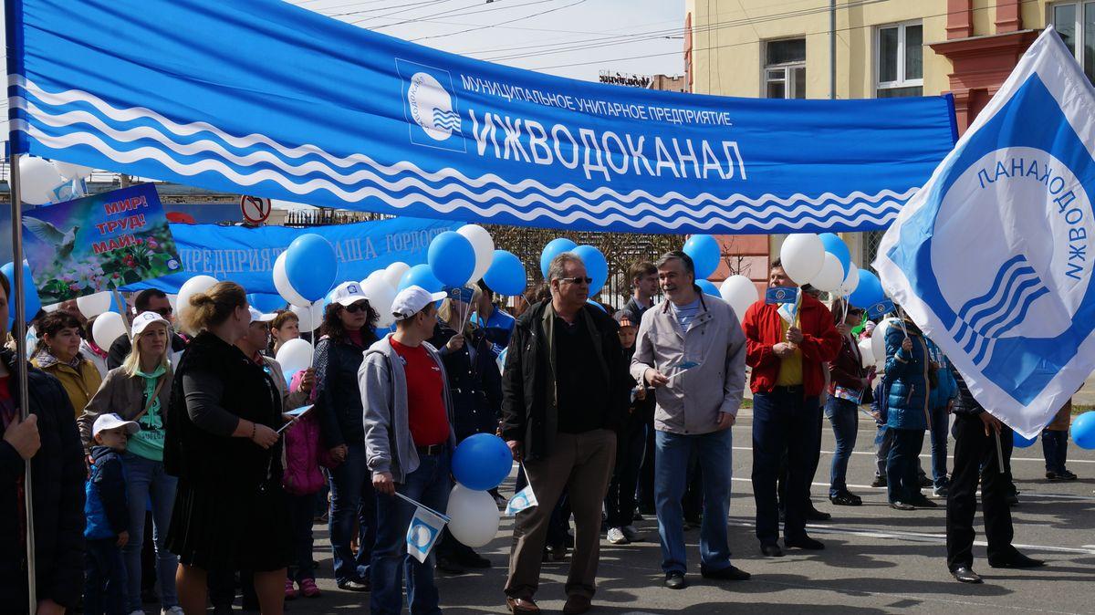 """Владимир Пискайкин во главе колонны МУП """"Ижводоканал"""""""