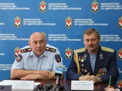 Олег Опарин, Александр Ткаченко. Фото пресс-службы МВД по УР