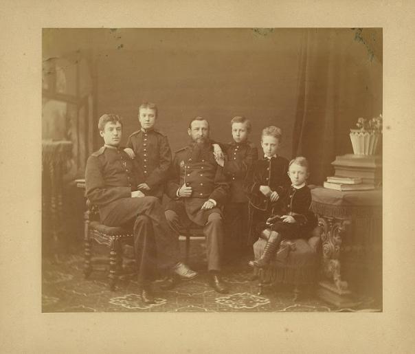 Василий Иванович с пятью мальчиками от первого брака. Его жена скончалась при родах вместе с новорожденной девочкой.