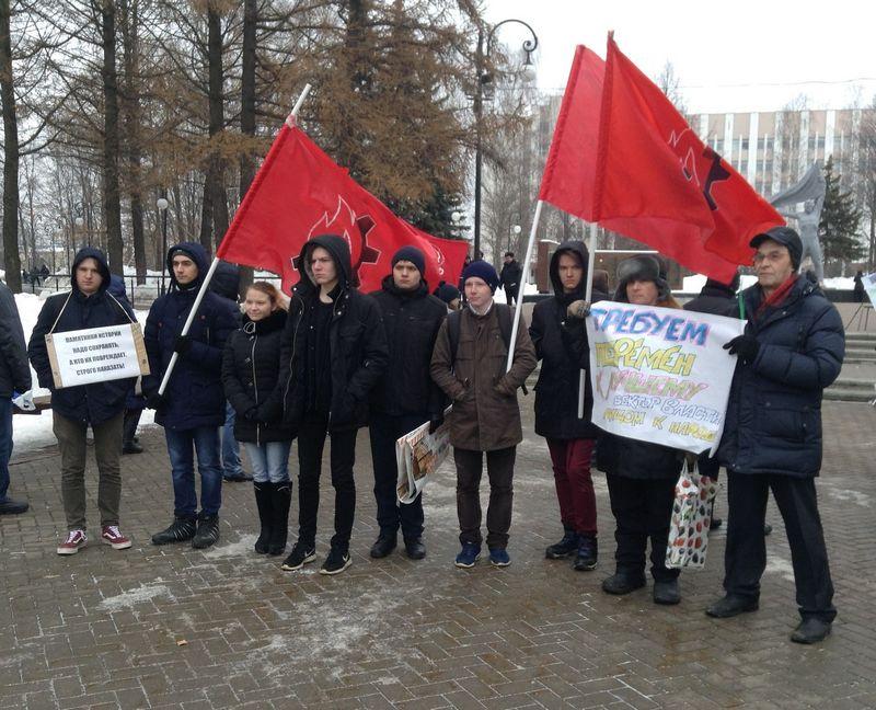 Активисты движения «Искра» на Зеленом митинге 11 марта. Фото: © «ДЕНЬ.org»