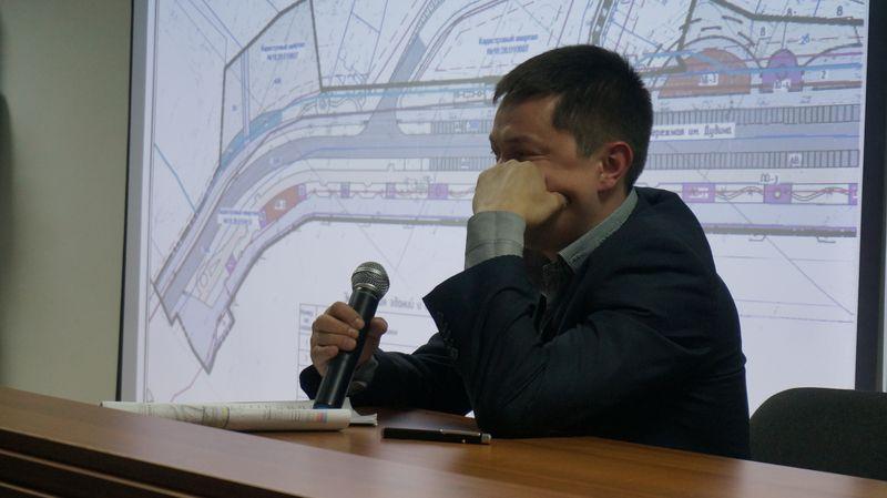 Инженер проекта не был подготовлен к встрече с общественностью. Фото: © «ДЕНЬ.org»