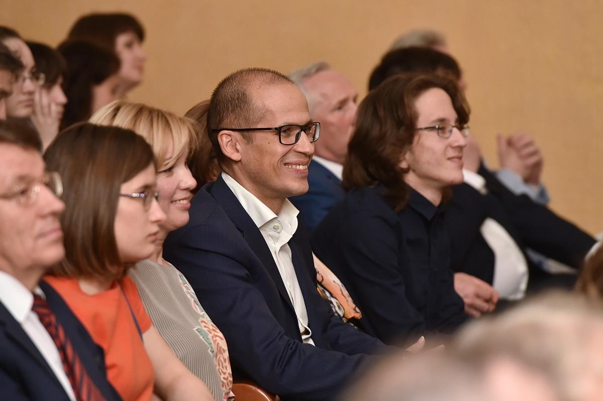 Александр Бречалов со своей семьей на концерте «Таланты Удмуртии». Фото: udmurt.ru