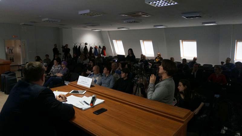 Зал был наполовину пуст. Фото: © «ДЕНЬ.org»