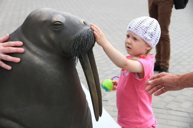 Тактильная скульптура моржа. Фото: udm-zoo.ru