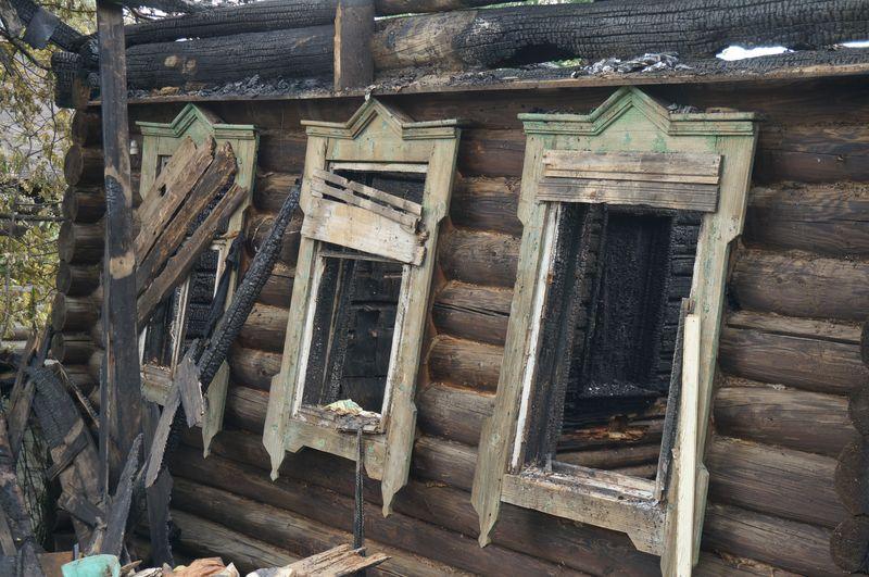 """В сгоревших """"деревяшках""""  с весны никто не жил  фото: ©День.org"""